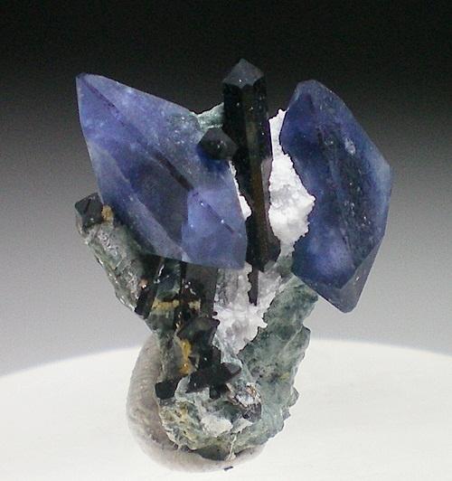 Benitoite Mine & Mineral Specimens - Trinity Mineral Company / Mineral Friends <3