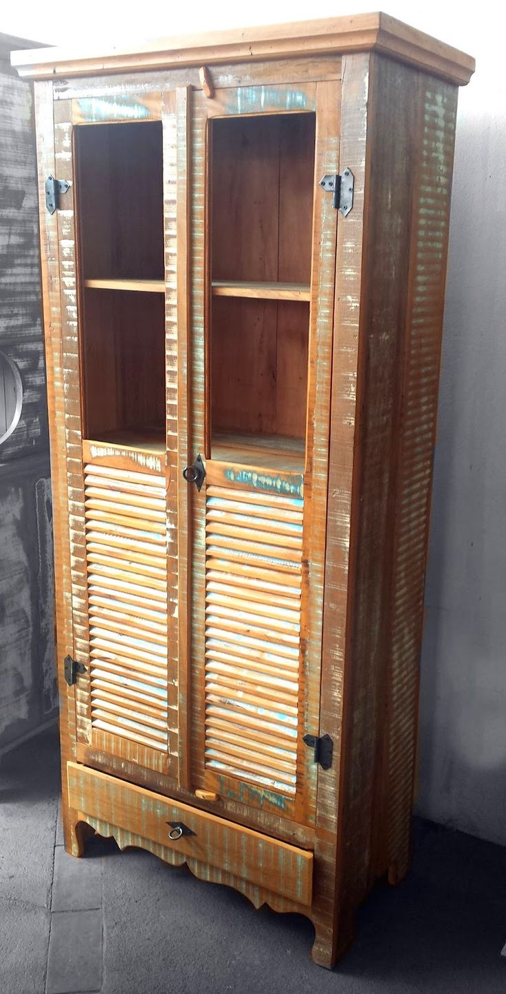 Stof Lar Decorações - Móveis em Madeira de Demolição: - Armário Cristaleira (resto de tinta)