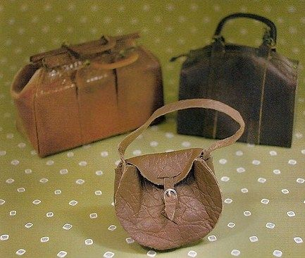 how to: a variety of leather bags (In Spanish, with good step-by-step photos)