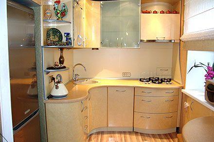 маленький угловой гарнитур кухни