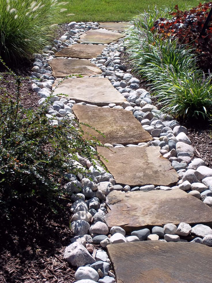 Enchanting Small Garden Landscape Ideas With Stepping Walk: Flagstone Set In River Stone