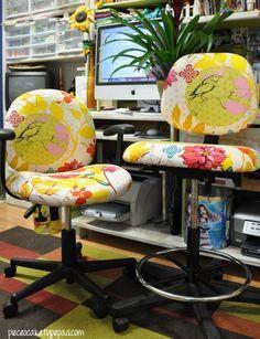 Transforme a cadeira do escritório encapando-a com tecido. Veja como!