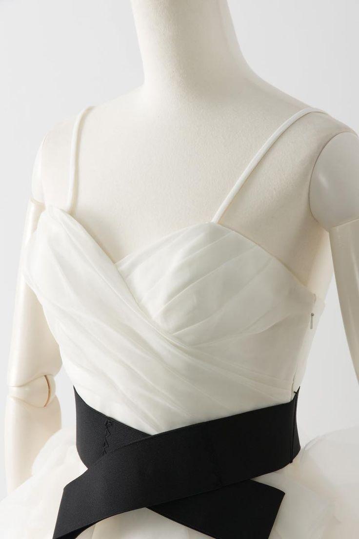 Sale, Instock Bridesmaid Dresses. Ivory, Beige Multi Color Floor Length & Knee Length Satin Dress. #ブライズメイドドレス #ブライズメイド 合計金額 ¥20,000-(税抜)以上で送料無料即日納品 セール商品の返品受付サービス・お直しについて  スカートが大ぶりのコサージュの様なイメージの、クリスタルオーガンジー膝丈ドレス 太め幅のブラックのベルトが目を引きます 動きやすいカジュアルなデザインで1.5次会や二次会用のミニウエディングドレスとしてもオススメです 定価28,400円の50%オフにて限定販売です  販売ドレスカラー: アイボリー(画像色)サイズ0 ドレス実寸サイズ-バスト84cm/ウエスト63cm/ヒップ90cm/着丈(脇から裾まで)70cm  【セールドレス色別タグ】 #アイボリー・ベージュ系  #赤・ピンク系  #ブルー・パープル・グリーン系  #イエロー・コーラル系  #ブラック・ネイビー系