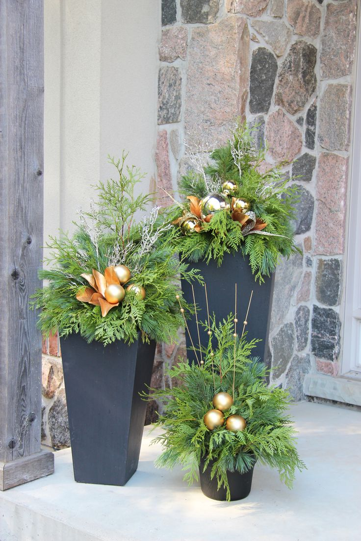 Best 25 outdoor christmas planters ideas only on for Outdoor planter ideas