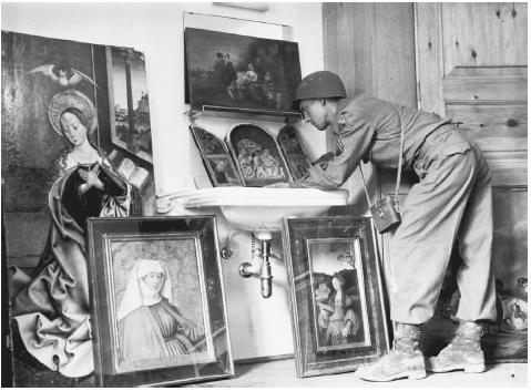 Resultado de imagen de nazis stole art from Poland during second world war