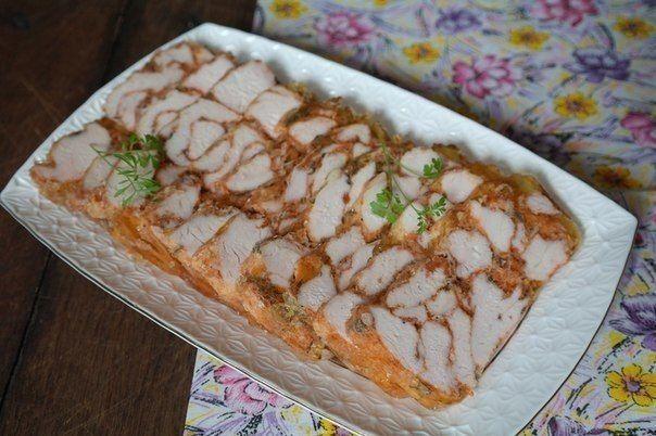 Мраморное мясо - очень вкусно.    Во-первых рецепт прост в приготовлении. Во-вторых нарезка эффектно смотрится на столе. И самое главное получается очень вкусно! Продукты: -Филе куриное – 700 г -Желат…