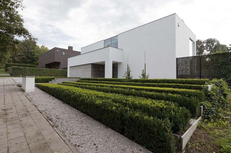 raised terraced beds   formal hedges    Grote strakke tuinen   Filip Van Damme