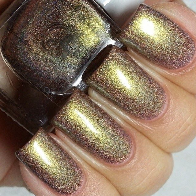 Champagne Toast - Chameleon/ duochrome holographic polish  Swatch by @Lacquer Loon (Instagram)