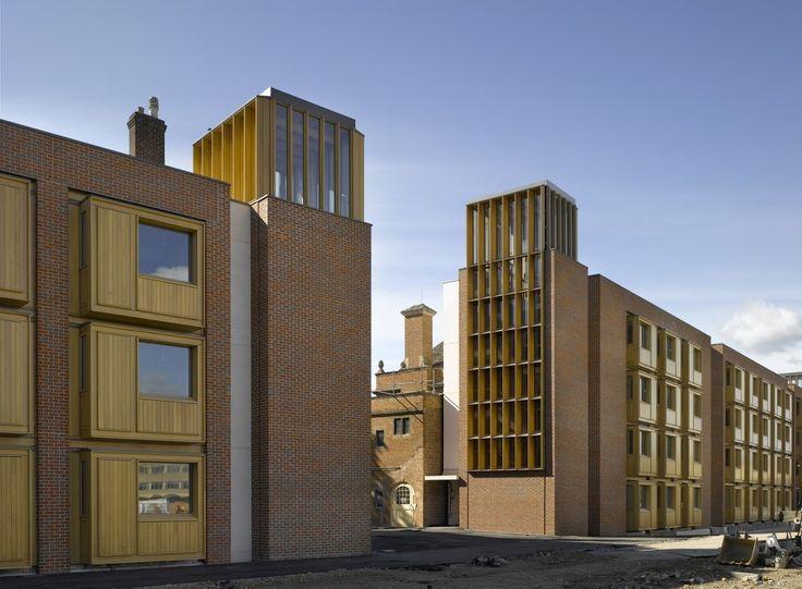 IL PATRIMONIO DEL FUTURO  Ci troviamo a Somerville College di Oxford, Oxfordshire, Regno Unito.  Un programma di costruzione rapida e la necessità di essere sensibili verso l'ambiente tranquillo appropriata per lo studio, hanno indicato che la prefabbricazione è stata la metodologia di costruzione preferita.