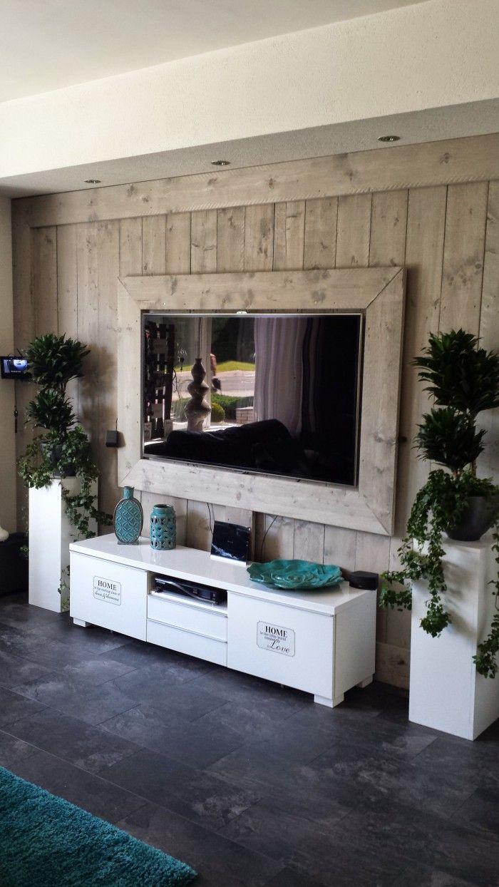 Mooie wand voor je tv van steigerhout.