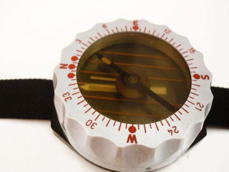 Kompass+Armband+Vintage+60er+70er+Jahre+Militär+von+Mont+Klamott+-+seltene+Vintage+Einzelstücke:+Liebzuhabendes,+Verspieltes,+Tickendes,+Klunkerndes,+Zauberhaftes,+Antikes,+Kurioses,+Schmuck+&+Uhren++auf+DaWanda.com