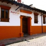 Located in the heart of La Candelaria, this boutique hostel will delight you with its modern chic decor, friendly staff and inviting rooms and common areas.