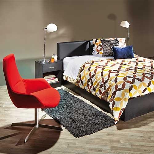 Nuestra propuesta para Abril: Los muebles en color negro que se complementan con colores fuertes.