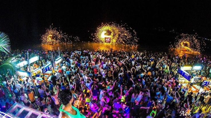 Ark Bar Beach Resort on Chaweng Beach, Koh Samui, Thailand. Famous for it's social activity, beach party's and being part of the Koh Samui party circuit. Ark Bar is also the home of Island Info Samui.http://www.islandinfokohsamui.com/ #samui   #thailand   #fullmoonparty   #kohsamui   #phangan   #kohphangan   #samuiphangan
