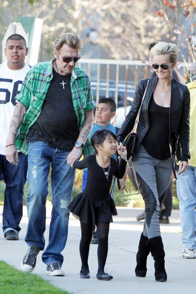 Johnny Hallyday Photos - After having lunch at a Japanese restaurant in Santa Monica, French singer Johnny and Laetitia Hallyday pick their two adopted daughters up from school in Brentwood. - Johnny and Laetitia Hallyday in Brentwood