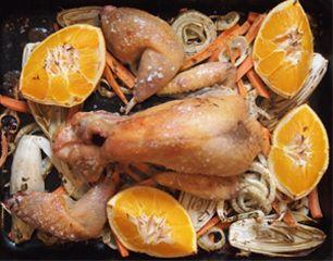 Rezept von Sophie Wright: Gebratenes Perlhuhn mit Chicorée, Fenchel und Orange   (:o)))))) super mit kartoffelgratin, auch ohne perlhuhn. orangensaft am schluß darauf geben)