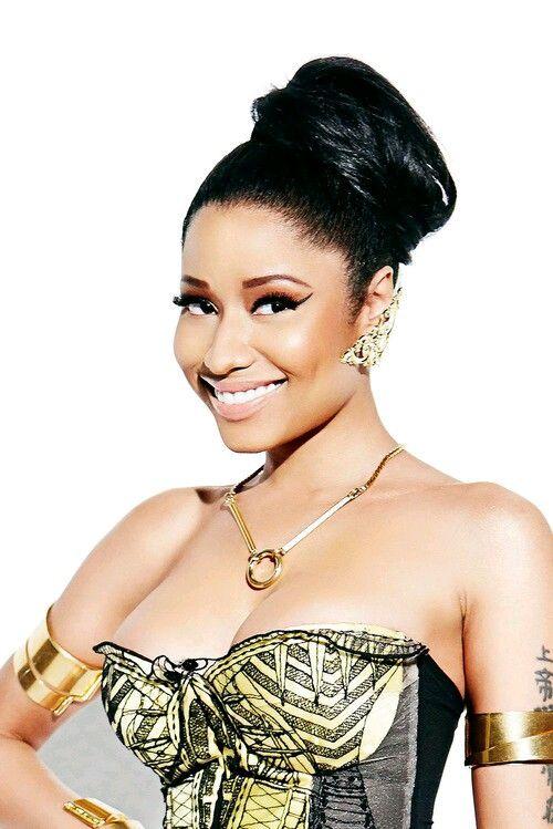Nicki Minaj (Onika Tania Maraj), nacio el 8 de diciembre de 1982 en Trinidad y Tobago. Ocupación: Cantante/Estatura: 1.57m/Peso: 64Kg / Ojos: Marrón/Medidas: 95-66-114