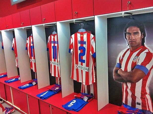 El casillero del 'Tigre' Falcao en el vestuario del Vicente Calderón #Falcao #AtleticoMadrid