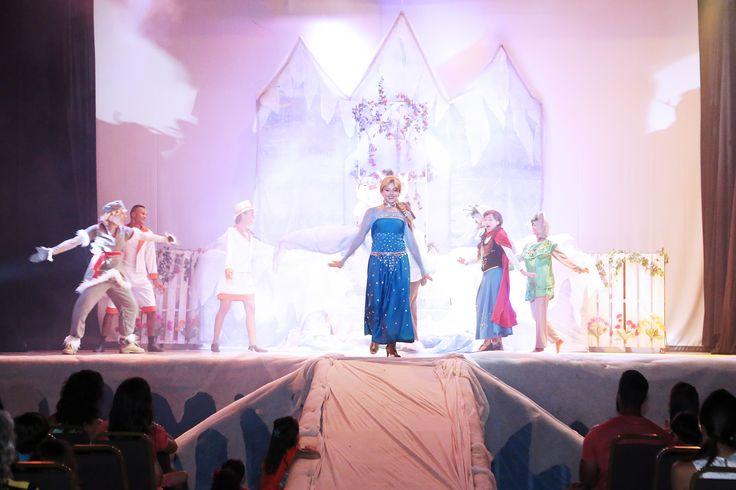 Espetáculo Frozen encanta adultos e crianças no Complexo Enotel Porto de Galinhas http://www.enotel.com.br/default-pt.html #enotelexperience #experienciaenotel #enotel #portodegalinhas #frozen #ferias #diversao