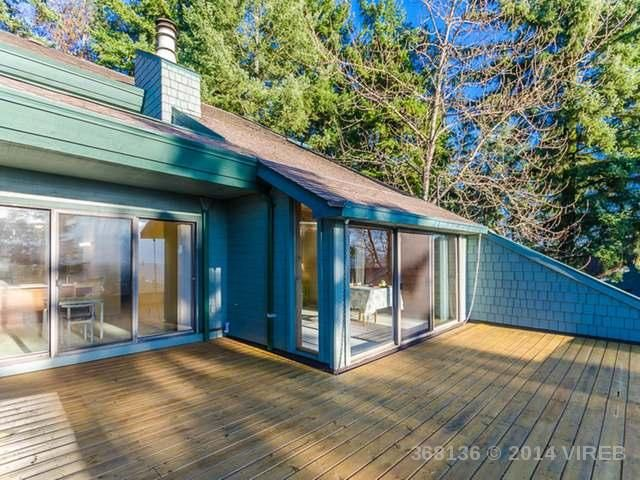 My favourite townhouse so far.  The architecture is so cool and tones of the windows go right down to the floor!  The view is amazing, and the whole place is bright and big.  But there might not be a fenced yard.  Good for Dianne?  224 53 minutes to Duncan
