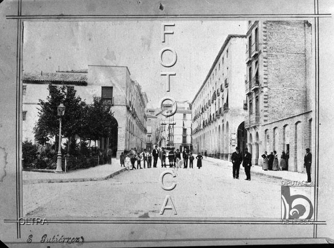 Reproducción de una fotografía de la Plaza de Camo y Porches de Vega Armijo. José Mera Oltra. Huesca. Hoya de Huesca