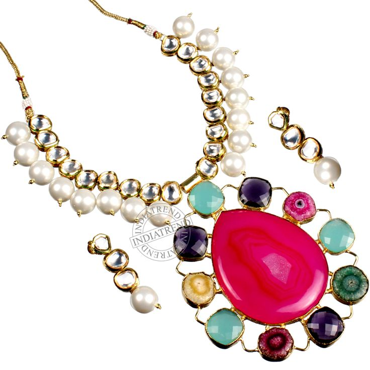 The SHANAYA NECKLACE + EARRINGS by Indiatrend. Shop Now at WWW.INDIATRENDSHOP.COM