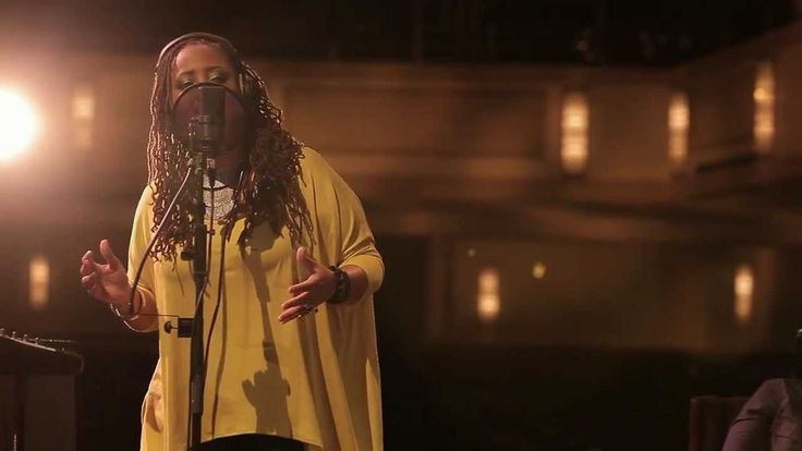 A woman singing 3 note chords with her voice?  Snarky Puppy feat. Lalah Hathaway - Something (Family Dinner - Volume One)