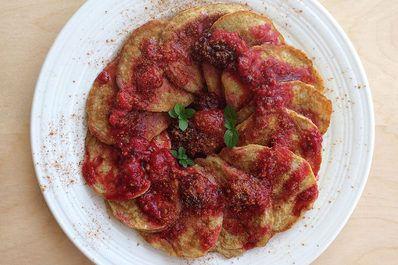 Pancakes sind oft wahre Kalorienbomben. Dabei kann man sie auch kalorien- und kohlenhydratarm zubereiten. Hier gibt es Rezepte für Low-Carb-Pfannkuchen!