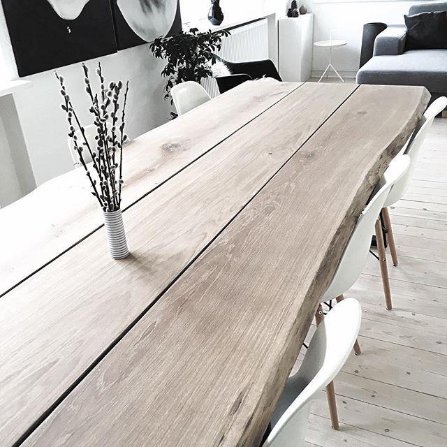 Spørg endelig løs hvis du går med tanker om at give spisestuen nyt liv med et unikt plankebord - dette er i eg med naturlige kanter - hvordan skal dit bord være?? fang mig her, på 27114717 eller på info@mrwood.dk @mrwood.dk  #mrwood  #plankebord #bolia #boligmagasinet #oak #furniture #design #boligdesign #bolios.dk #modernhouse…