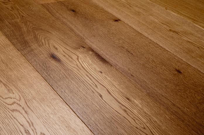 Assiti di Rovere verniciato naturale rustico.  #Pavimenti in #parquet #rovere #flooring #legno #naturalwood #design #interiors