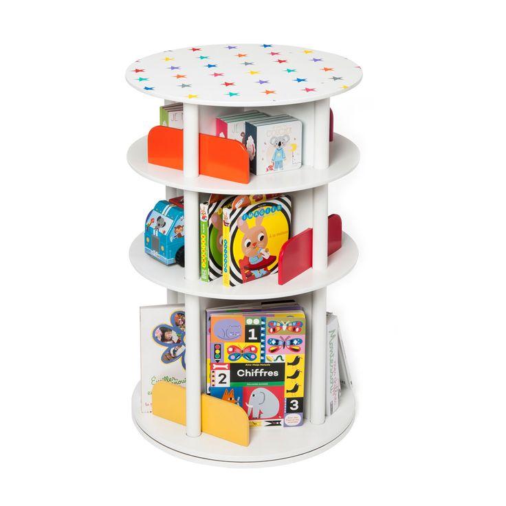 Un espace de rangement très pratique pour CD, DVD et livres. Grâce à son plateau pivotant, votre enfant accédera à tous ses livres en un tour de main.