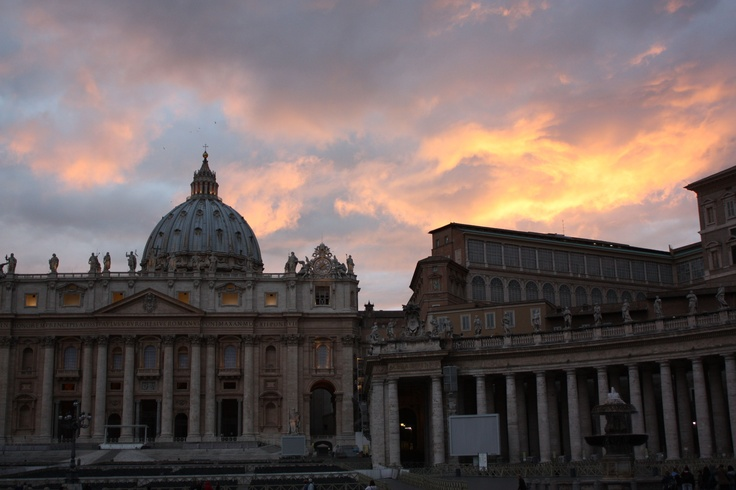 Sunset at the Piazza St.Pietro (St. Peter's Square, Rome) a couple of nights ago.
