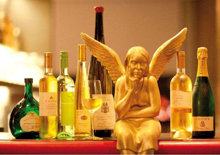 Art  Businness Hotel | Art  Design Hotel | Germany | http://lifestylehotels.net/en/art-business-hotel | bar, angel, bottles, wine