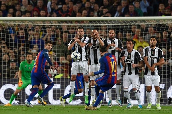 Barcelona's Argentinian forward Lionel Messi takes a kick at goal during the UEFA Champions League quarter-final second leg football match FC Barcelona vs Juventus at the Camp Nou stadium in Barcelona on April 19, 2017. / AFP PHOTO / LLUIS GENE