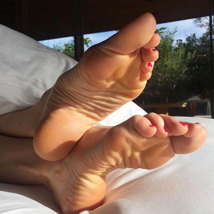sexy nude wrinkled feet