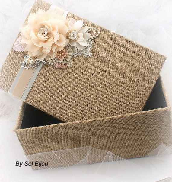 Caja de recuerdo, boda rústica, Blush, marfil, bronceado, Beige, Champagne, programa, caja arpillera, broche, ropa de cama, cristales, perlas, estilo Vintage