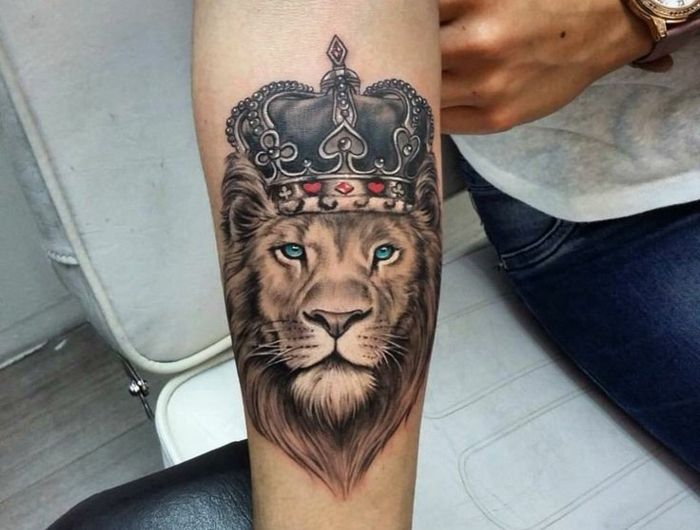 les 25 meilleures id es de la cat gorie tatouage lion sur pinterest tatouages de leo lion. Black Bedroom Furniture Sets. Home Design Ideas