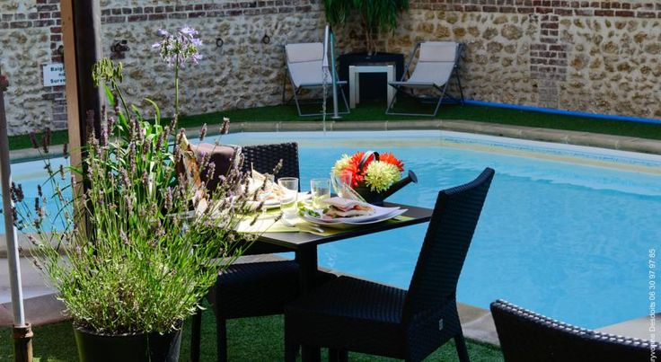 Hôtel Le Trophée Deauville The Michelin-listed Hotel Le Trophée is located in the centre of Deauville, only 200 meters from the sea and the casino. It features a seasonal, heated outdoor pool, fitness centre, sauna and steam bath.