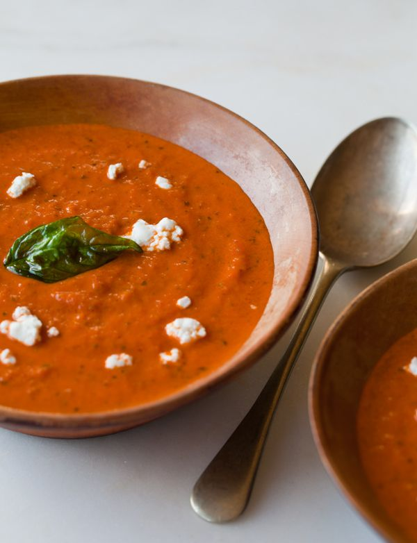 Creamy tomato basil soup: Tomatoes Basil Soups, Roasted Tomatoes, Tomatoes Soups, Soups Recipes, Tomatobasil Soups, Soups Bowls, Creamy Roasted, Tomato Basil Soup, Favorite Recipes