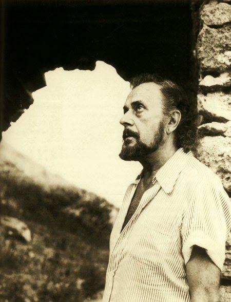 Arte, poesia e musica: Γιάννης Ρίτσος -''Τα ερωτικά '' Είπε:  Πιστεύω στην ποίηση, στον έρωτα, στο θάνατο, γι' αυτό ακριβώς πιστεύω στην αθανασία.   Γράφω ένα στίχο, γράφω τον κόσμο˙ υπάρχω˙ υπάρχει ο κόσμος. Από την άκρη του μικρού δαχτύλου μου ρέει ένα ποτάμι. Ο ουρανός είναι εφτά φορές γαλάζιος. Τούτη η καθαρότητα είναι και πάλι η πρώτη αλήθεια, η τελευταία μου θέληση.     31.IIΙ.69                                                                              ΥΠΟΘΗΚΗ
