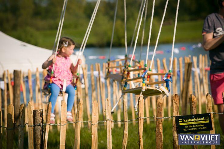 Kastanje hekwerk is een veelgebruikte toepassing als diervriendelijke en veilige afscherming voor kinderen.