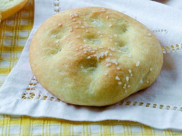 Le focaccine di Luisanna Messeri sono perfette come antipasto: semplici da preparare e molto versatili http://www.alice.tv/ricette-cucina/antipasti/focaccine-luisanna-messeri-antipasto