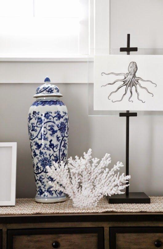 Biało-niebieska ceramika i ośmiornica