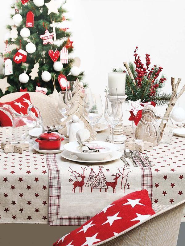 Rojo y blanco forever  Los dos colores más clásicos de la #Navidad visten esta #mesa. #Comedores