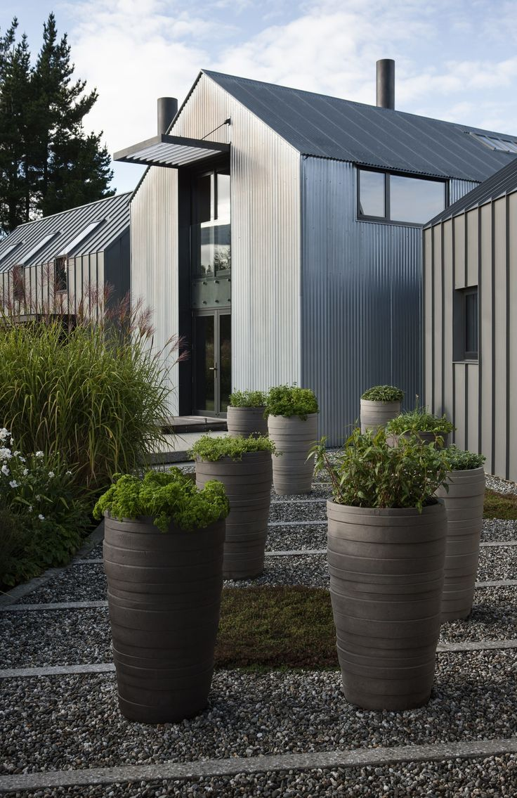 dark house cladding & landscape, by Suzanne Turley Landscapes - Queenstown