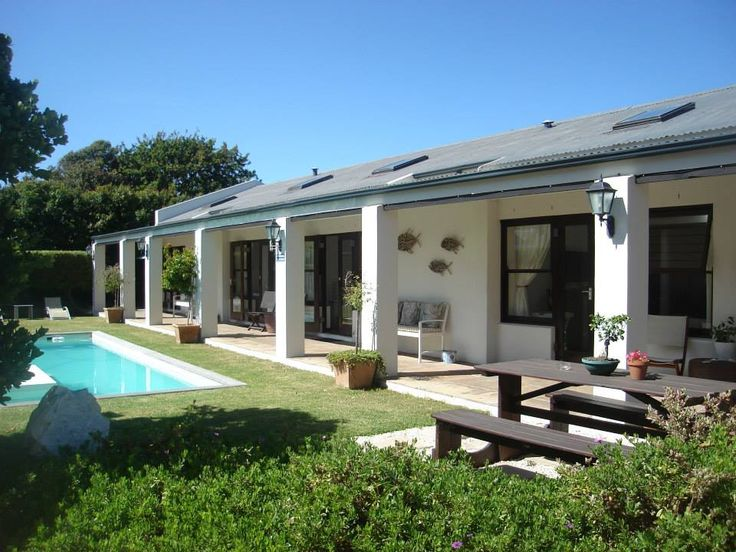 Sixteen Guest House on Main is found in the picturesque town of Hermanus. Nestled between the mountains and the sea, | Holiday Houses SA
