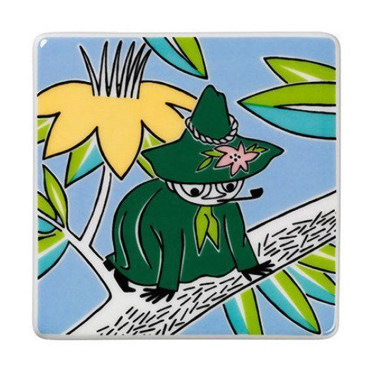 Grow your own Moomin Deco Tree! Snufkinis part of a collection that will include 13 wall tiles.Size: 8,9 x 8,9 cm.In productionuntil 30.6.2016.Muumi-keramiikkalaatta Nuuskamuikkunenon osa 13-osaista kokelmaa, jota myydään vain rajoitetun ajan. Koko:8,9 x 8,9 cm. Nuuskamuikkunen-laatta on tuotannossa 30.6.2016 asti.Mumin keramikplatta Snusmumrikenär en del av en 13-delars kollektion som säljs endast under en begränsad tid. Storlek:8,9 x 8,9 cm.