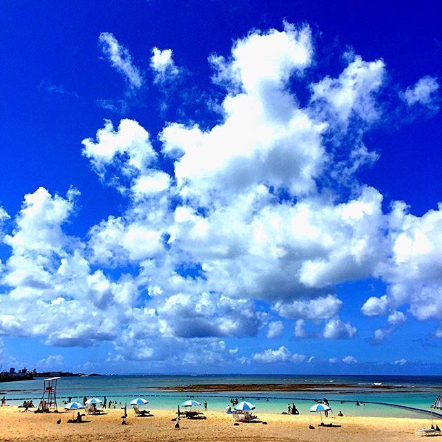 【ichigori_2.25】さんのInstagramをピンしています。 《イマソラin沖縄宜野湾トロピカルビーチ 昨日に続き、仕事の合間に訪問😁何と10月30日まで遊泳可能との事。さすが沖縄です👍 #イマソラ #今空 #cloud #空 #sky #雲 #青空  #sunrise #朝日 #日の出 #朝 #海 #sea #夕焼け #夕日 #sunset #カコソラ #沖縄 #okinawa》