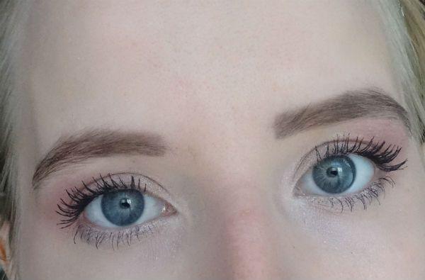 Ежедневный макияж для серо-голубых глаз - пошаговый мастер-класс с фото