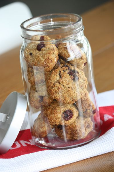 Ultra healthy banana and oatmeal cookies- 1 cup mashed ripe banana (about 1 big banana)  1/2 teaspoon ground cinnamon  2 cups  rolled oats (make sure you get Gluten Free oats if you are Gluten Free!)  1/2 cup  desiccated coconut  1/2 cup  rasins or cranberries  1/4 cup  honey  1/4 cup  olive oil